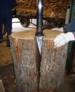 Crack of an oak beam for production of the merrain TONNELLERIE SIRUGUE